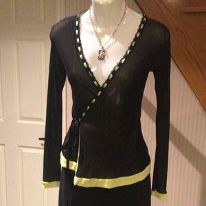 NWOT Long sleeve wraparound v neck with green trim